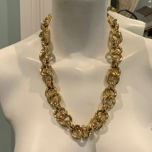 Jewelry - STUNNING CHAIN NECKLACE
